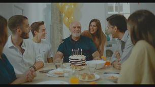 """""""Quan bufar les espelmes en família pot costar-te la vida"""" és el missatge de l'anunci de les Canàries"""