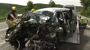 Dos morts en un xoc entre un autocar i tres cotxes a la C-14 entre Bassella i Ponts