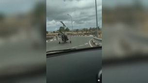 Denunciat el pilot d'un autogir per circular per carretera a Alacant