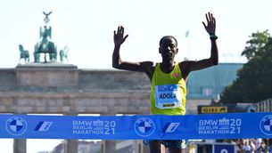 Adola, acabant la Marató de Berlin