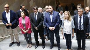 Buch i Lloveras, amb Puigdemont i altres membres del govern en un acte del mes de juliol a la UB (ACN)