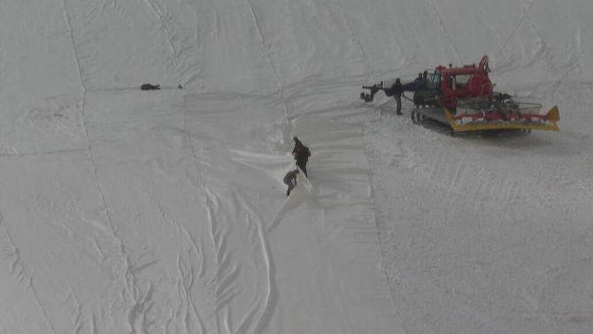 Lones per mitigar l'impacte de l'escalfament global a la glacera de Presena, a Itàlia