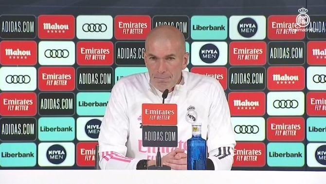 """Zidane esclata contra la premsa: """"Si em voleu canviar, digueu-m'ho a la cara"""""""
