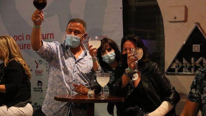 Els participants només s'han pogut la mascareta per consumir als bars de la zona