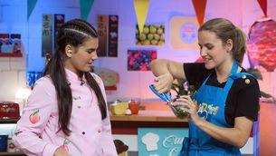 """La Paula amb la campiona de pàdel Ari Sánchez, al """"Manduka""""."""