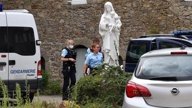 L'home que va incendiar la catedral de Nantes assassina un capellà que l'acollia