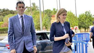 La infanta Cristina i el seu marit, Iñaki Urdangarin, aquest matí, arribant a la sala on es fa el judici, a Palma (EFE)