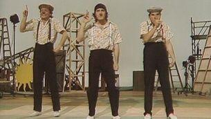 """El Tricicle durant l'actuació al programa de televisió """"Un, dos, tres"""" l'any 1983"""