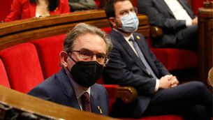 Giró, amb Aragonès en segon terme, durant el debat sobre el decret llei al Parlament,  (ACN/Arnald Prat)