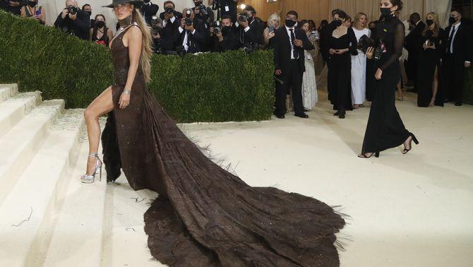 L'actriu Jennifer Lopez ha trepitjat la catifa vermella amb un disseny de Ralph Lauren (Reuters/Mario Anzuoni)
