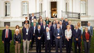 Els participants en les jornades sobre els 10 anys de la Conferència d'Aiete (EFE/Javier Etxezarreta)