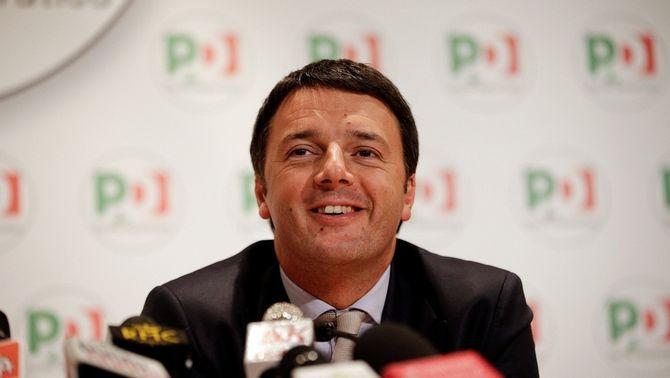 L'alcalde de Florència, Matteo Renzi, atén els mitjans després de ser escollit secretari general del PD. (Foto: Reuters)