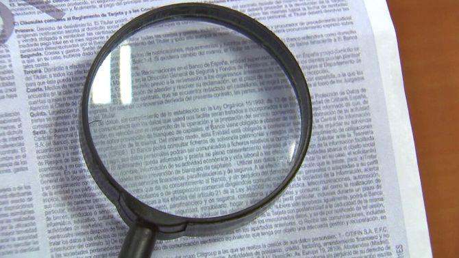 La llei diu que la lletra dels contractes ha de tenir una alçada d'1,5 mm