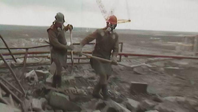 Els supervivents de Txernòbil tornen al lloc de l'explosió nuclear, 35 anys després
