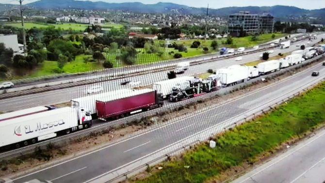 Moren els 2 ocupants d'un turisme en xocar contra una furgoneta a Sant Cugat del Vallès