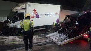 Mor una conductora de 21 anys en un xoc amb un camió frigorífic al túnel del Cadí