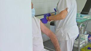 Es podrien recuperar les PCR als contactes estrets vacunats, que ara no han de fer quarentena si no tenen símptomes