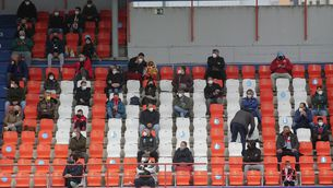 Públic assegut amb distància a l'estadi Anxo Carro de Lugo (Europa Press / Carlos Castro)