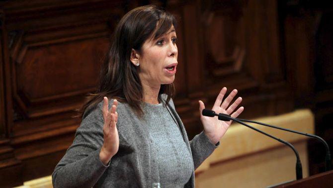La presidenta del grup del PPC, Alícia Sánchez-Camacho, durant la seva intervenció (Foto: EFE)