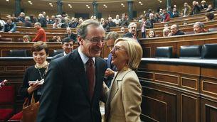 Alfonso Alonso i Rosa Díez durant les Jornades de Portes Obertes del Congrés dels Diputats. (Foto: EFE)
