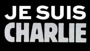 """Una imatge que s'ha viralitzat de suport al setmanari atacat amb el lema """"Jo sóc Charlie"""""""