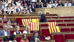 Àngels Martínez diu a Iglesias que no es disculparà per treure les banderes espanyoles