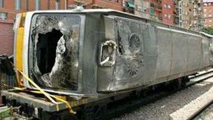 El metro sinistrat a València, remolcat per un altre comboi després de l'accident