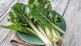 És una hortalissa que no té gaire bona fama però és una magnífica font d'àcid fòlic, molt recomanable per a embarassades
