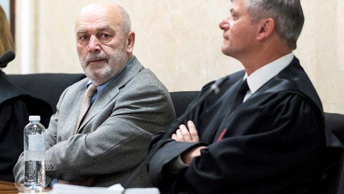 """El jutge que va confiscar els mòbils a dos periodistes diu que era """"el seu deure"""""""