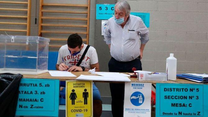 Eleccions a Catalunya amb Covid: tres cues als col·legis i vot per franges horàries