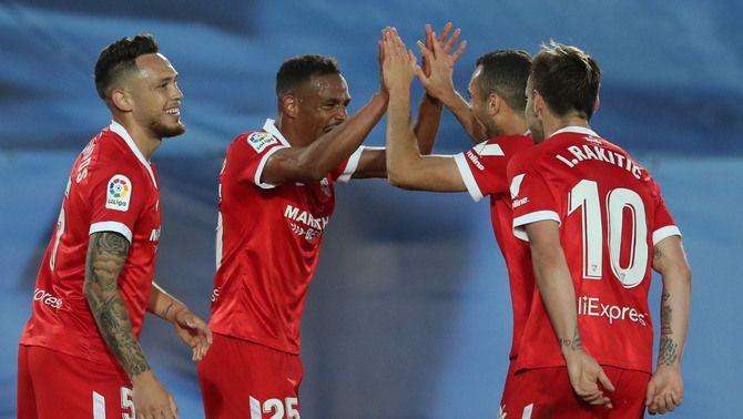 El Madrid empata contra el Sevilla en el darrer sospir en un partit polèmic (2-2)