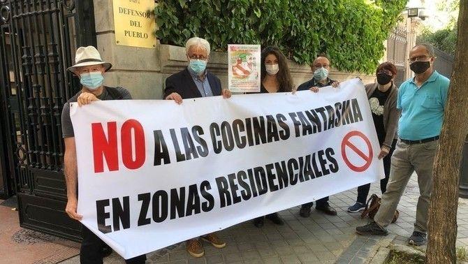 Protesta contra les cuines fantasma davant la seu del Defensor del Poble, a Madrid