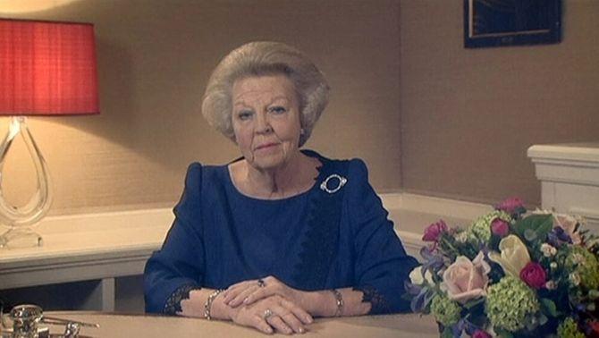 La reina Beatriu d'Holanda abdica a favor del seu fill Guillem Alexandre