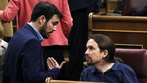 Alberto Garzón i Pablo Iglesias conversant al Congrés (EFE)
