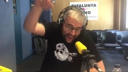 Xavier Trias canta a Colau i a la plaça de les Glòries!