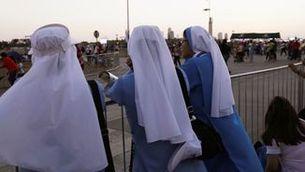 Monges esperant l'arribada del papa en la seva visita recent al Panamà (Reuters)