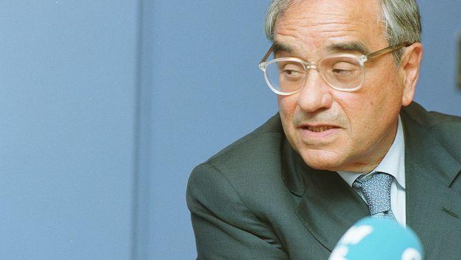 Allau de crítiques a la carta de suport al ministre franquista Martín Villa