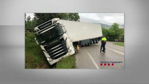 Detenen el conductor d'un camió que multiplicava per 8 la taxa màxima d'alcoholèmia