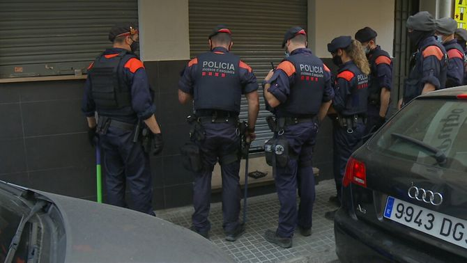 32 detinguts en una operació amb 48 escorcolls contra el tràfic de droga a Barcelona
