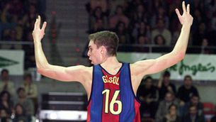 Pau Gasol guanyant amb el Barça l'any 2001