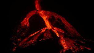 EN DIRECTE   Volcà de La Palma: la reactivació d'una boca antiga omple l'illa de fum i cendra