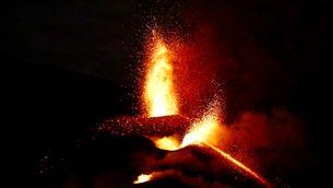 EN DIRECTE | La lava del volcà de La Palma travessa La Laguna i obliga a més evacuacions