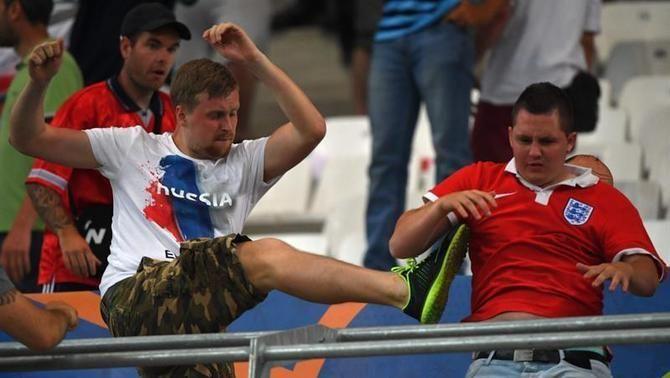 La UEFA multa Rússia i l'amenaça d'expulsar-la de l'Eurocopa