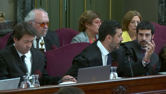 The defence counsels attempt to challenge an Inland Revenue report, but Marchena refuses