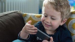 Com impacta l'ús de pantalles en els nadius digitals