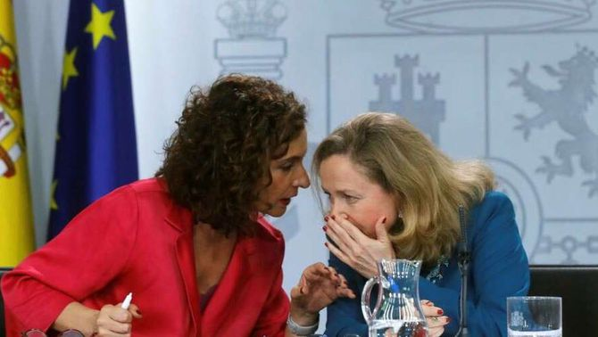 Les ministres María Jesús Montero i Nadia Calviño, els dos pols del debat sobre els impostos al govern espanyol