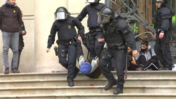 Presó per a un membre dels CDR que es va encadenar al Palau de Justícia el 2018