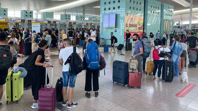 Cues a l'aeroport del Prat