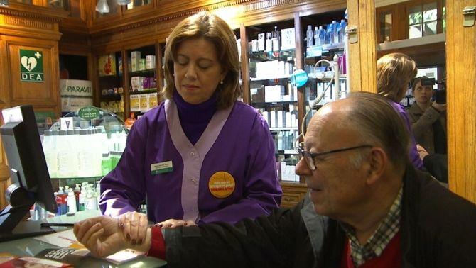 Les farmàcies prendran el pols als més grans de 60 anys per prevenir l'ictus