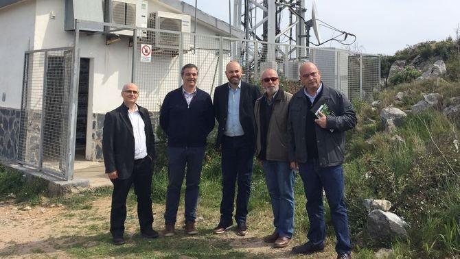 Amadeu Gassó, Genís Dalmau, Saül Gordillo, Josep Maria Rufí i Josep Martinoy, al costat del centre emissor de l'Estartit.